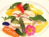 【こだわりのオードブル一例】白身魚とホタテと野菜のテリーヌ