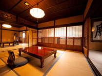 【由布】由布岳をいちばん素敵な角度から眺められる、二階のお部屋です。