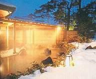 幻想的な雪見の露天風呂