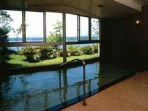加茂湖を臨む展望大浴場