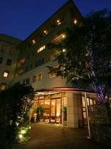 """神楽坂に佇む隠れ家ホテル。""""おもてなしの心""""があたたかく迎えてくれる"""