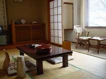 本館8畳和室‐観光やレジャー重視の方々に人気のあるお部屋です。