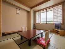 少し小さめの本館8畳和室