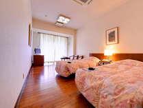 *ツインルーム(客室一例)/スタンダードタイプのツインルームは、広さはゆったり!最高の眺望です。