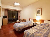 【ツインルーム】お二人で泊るには十分の広さです。バルコニーからの眺めが最高♪