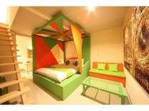 新館洋室ダブル限定5室。各室カラーが異なります。メゾネットタイプ