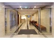 新築ならではの清潔感と洗練された空間でごゆっくりおくつろぎください。当ホテルは全館禁煙です。