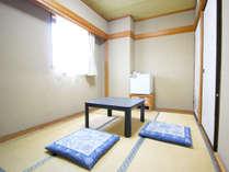 ゆったり和室は小さなお子様も安心してお休みになれます。和室6畳