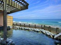 貸切露天風呂「海の湯」。その名の通り海と一体になれるような貸切風呂です☆