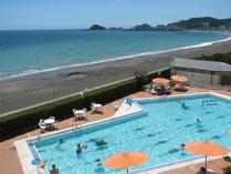 夏季オープンの25mプール(最大水深150cm)鴨川の海を眺めながら泳げます!隣に子供プールあり。