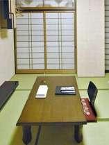 和室布団敷きのお部屋です。