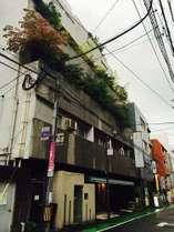 地下鉄/西鉄「薬院」駅より徒歩約3分。地下鉄「渡辺通」駅より徒歩3分。博多駅よりバス10分。