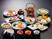 【月会席】日本海の海の幸をふんだんに使った、当館おすすめのスタンダードコースです♪