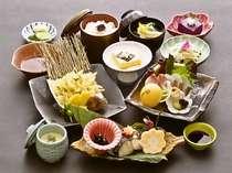 ★野呂定食(例)★地元産の新鮮な山海の旬の素材を活かした野呂山ならではの会席料理が好評です。