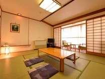*和室10畳(客室一例)/ファミリー&グループでのご宿泊に◎落ち着いた雰囲気の和室で癒しのひと時を。