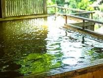 *露天風呂で景色と自然を楽しみ温泉を堪能!