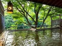 *渓谷一望の露天風呂「落ち葉の湯」