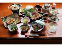 【お夕食の一例】佐渡産の旬の魚介や野菜を食材に合った調理法でご提供いたします。(化学調味料不使用)
