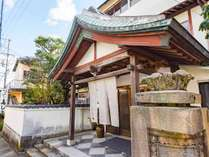 *【外観】JR 川棚温泉駅下車、車で5分の好立地♪山頭火が愛した温泉を楽しめる宿です。