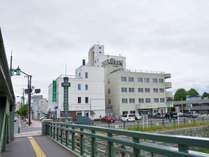 *北海道遺産にも選ばれた歴史ある橋のたもとで共に歴史を歩んでまいりました。