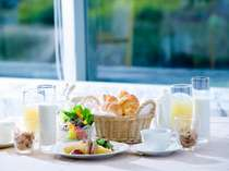 """安比高原の朝食は""""元気の出る朝食""""をテーマにお客様の喜んでいただける内容をご用意しております。"""