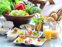 安比高原牧場から、新鮮な美味しさの乳製品や、地元食材をテーブルに。朝食は1日のエネルギー!