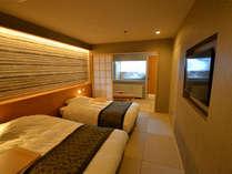 本館 ジャパニーズメゾネット(2F寝室) 奥には露天の部屋風呂を設置!