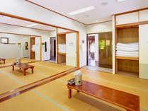 10畳のお部屋が3室つないでおり、4部屋にプライベート空間もお作りする事が出来ます。