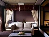 全客室に優雅な天蓋付きベッドと露天風呂が付いた王朝浪漫の夢見宿