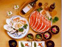 山の幸、海の幸、バラエテイーに富んだ盛り沢山の夕食