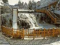 湯畑=温泉街の中心の源泉、草津温泉のシンボル
