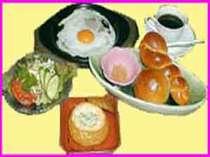天然酵母、国内産小麦、無添加手造りパンの朝食連泊の方、食事は毎日替わります、ご飯も出ます