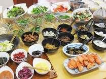 【朝食バイキング】和食を中心に、洋食も充実。種類豊富な焼きたてパンもお召し上がりいただけます。