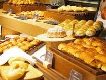 ■【朝食】ブッフェならホテルメイドの焼きたてパンも食べ放題!写真はオクトーバーフェスト