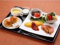 【洋食】オムレツ/ハム/ウィンナー/サラダ/パン/スープ等。サラダ・パン・スープはおかわりできます♪