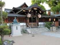 【晴明神社】ホテルより徒歩5分。平安の陰陽師・安倍晴明を祀った神社です。