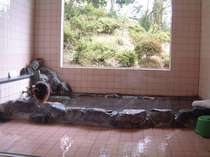 女湯(かけ流しの天然温泉)