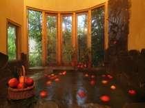 【一年中りんごが浮かぶ天然温泉風呂】りんごはPM10時まで入ってます。