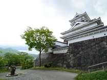 羽州の名城「上山城」 天守閣からは、上山市街・蔵王連峰を一望月岡ホテルより徒歩約6分