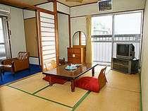 昭和の風情を残すこじんまりとした客室