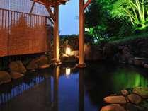 【風呂/露天風呂】夜は幻想的な空間をお楽しみいただけます。