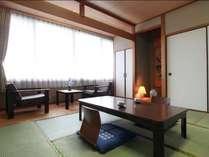 スタンダードな和室10畳のお部屋です。広縁があり、ゆったりとしています。