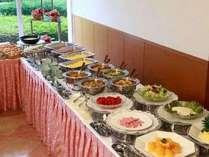 朝食はバイキングスタイルです。(都合によりお膳にてご用意する場合がございます。)