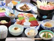 *日替わりでミニお鍋をご提供しています。お席で温めてお召し上がりください。(お夕食一例)
