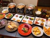 3種類の鍋料理から1品選べる&朝食ビュッフェ一例(ご利用可能時間・6:30~9:30)※最終入場9:00