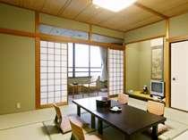 【和室】お部屋からは、あわら温泉街と霊峰白山連峰の絶景!