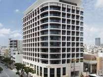 【外観(昼)】沖縄・那覇市の観光・ビジネスに便利な都市型プレミアムホテルです。