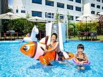 【キッズプール】夏はプールで大はしゃぎ!お気に入りの浮き輪でプカプカ♪