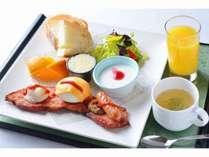 イタリアンシェフ監修 厚切りベーコン&ポーチドエッグの洋朝食