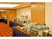 豊富な品揃えで大人気の朝食バイキング♪(7:00~9:30)※料理写真はイメージです。